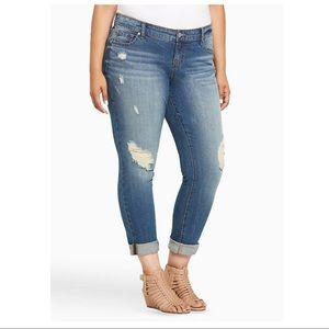torrid • Destructed Boyfriend Jean Sz 22R